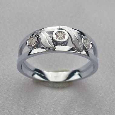Prsteň z bieleho zlata