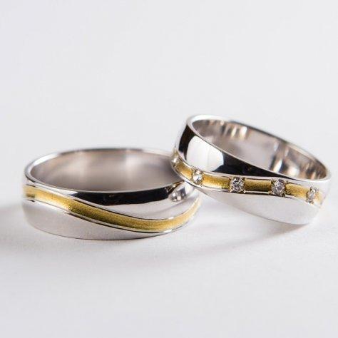 Svadobné obrúčky č.17 z bieleho zlata so zvlnenou drážkou